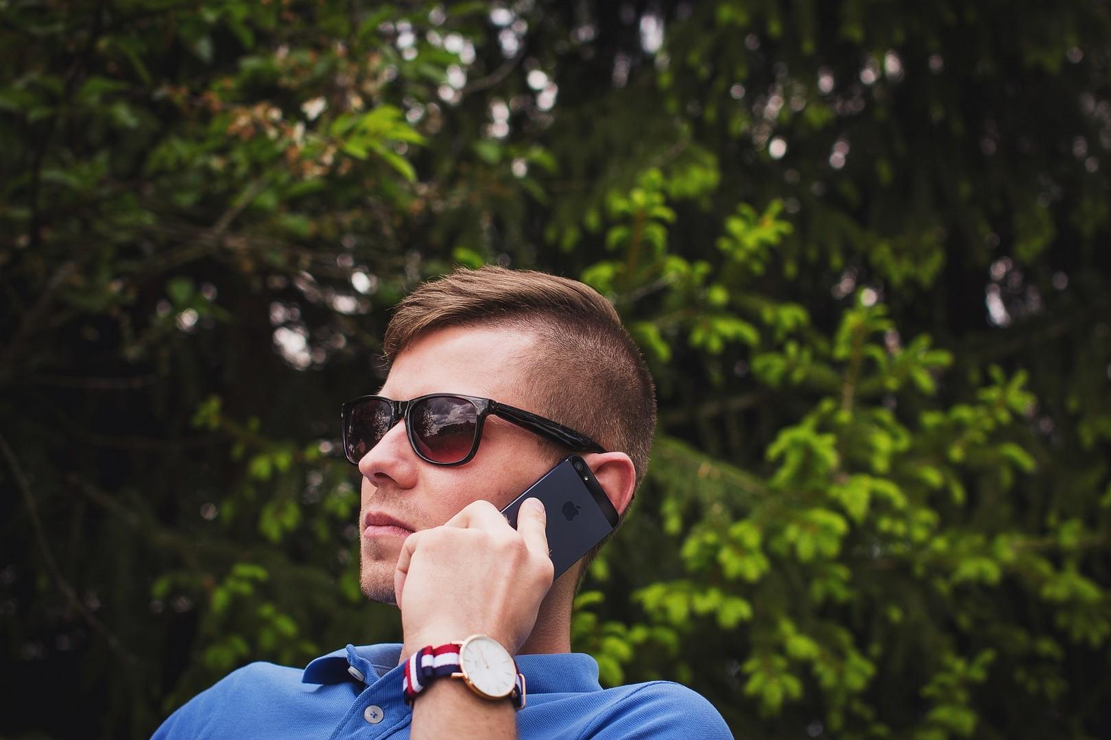 Почему он мне не звонит: 10 причин игнора вашего мужчины