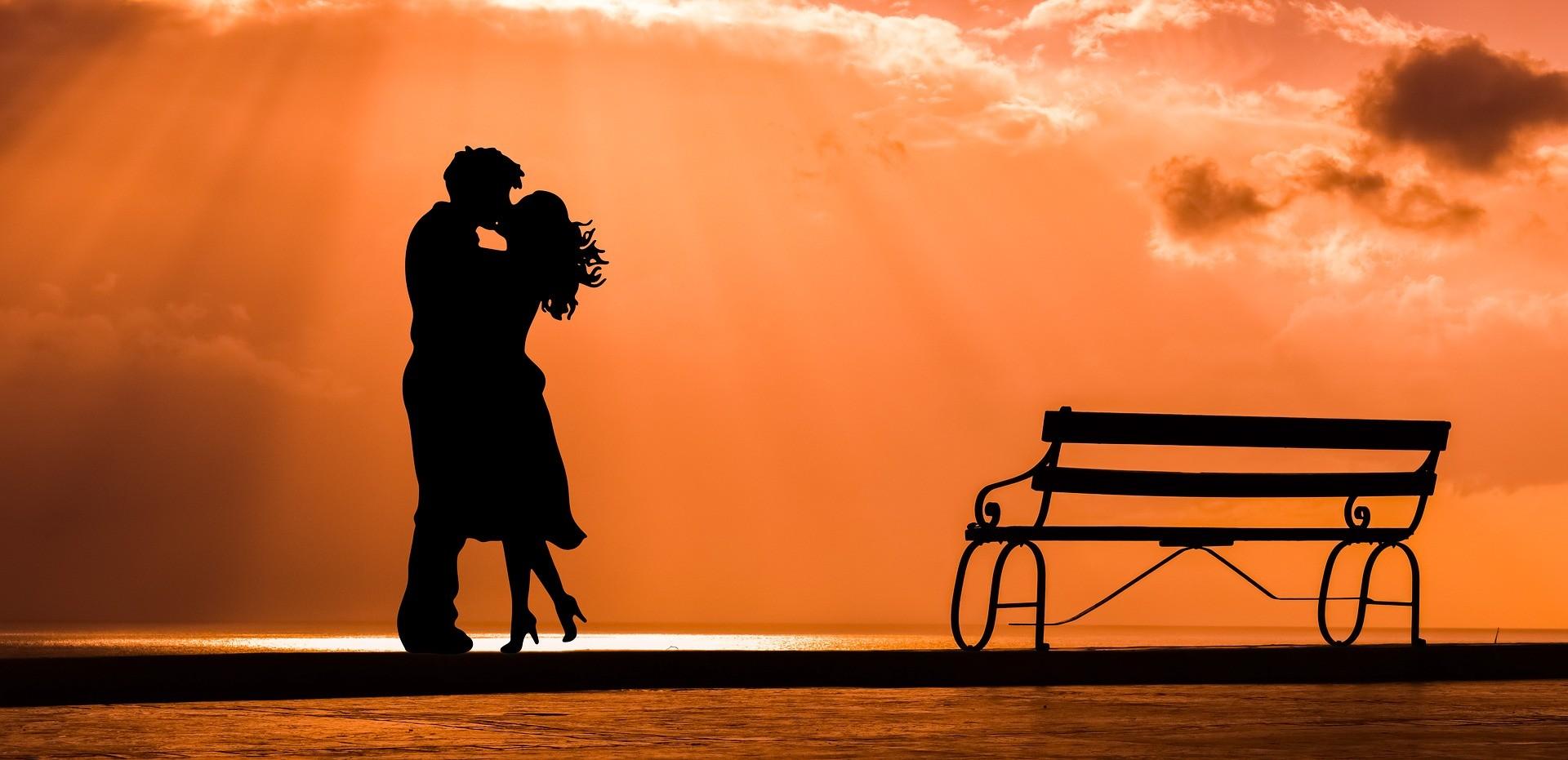 Как понять, что ты нравишься мужчине: все признаки симпатии