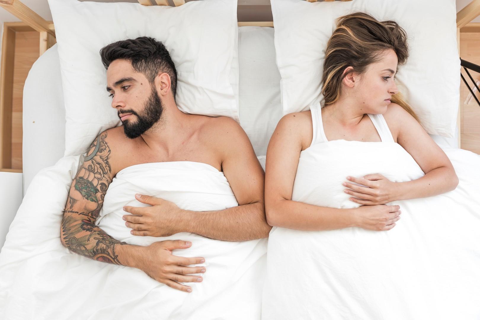 Муж не любит жену, но не уходит: признаки, что делать, советы