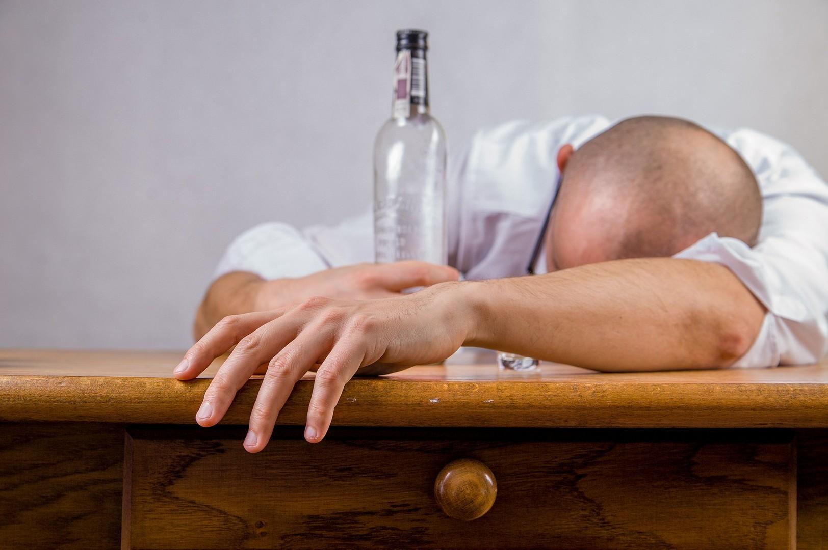 Как заставить мужа бросить пить алкоголь: 5 способов в помощь жене