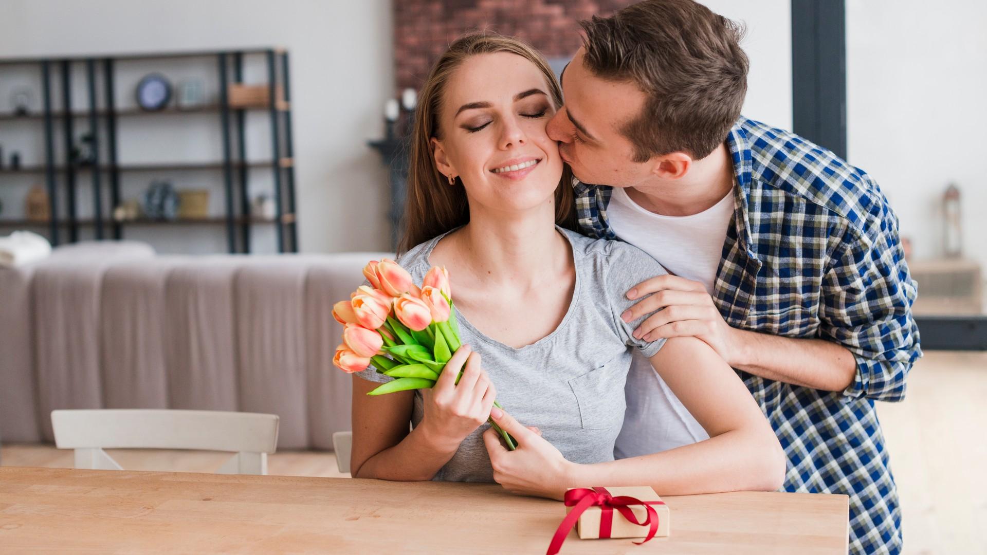Как у мужчины просить денег и подарки: главные правила игры