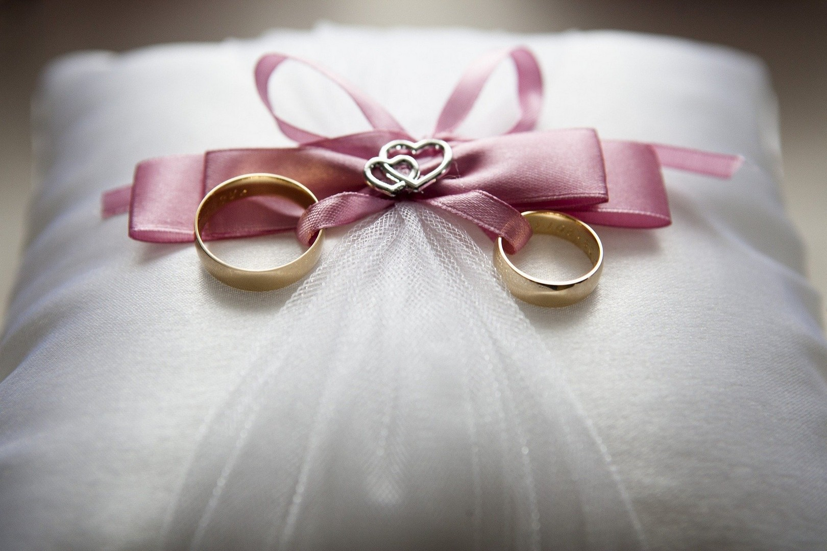 Обручальное кольцо после развода: что с ним делать, можно ли носить, правила хранения