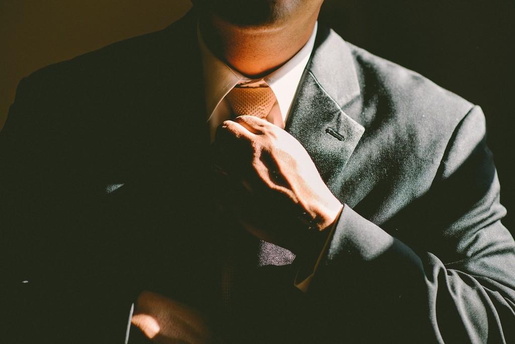 Признаки скрытой симпатии мужчины к женщине: приоткрой завесу тайны