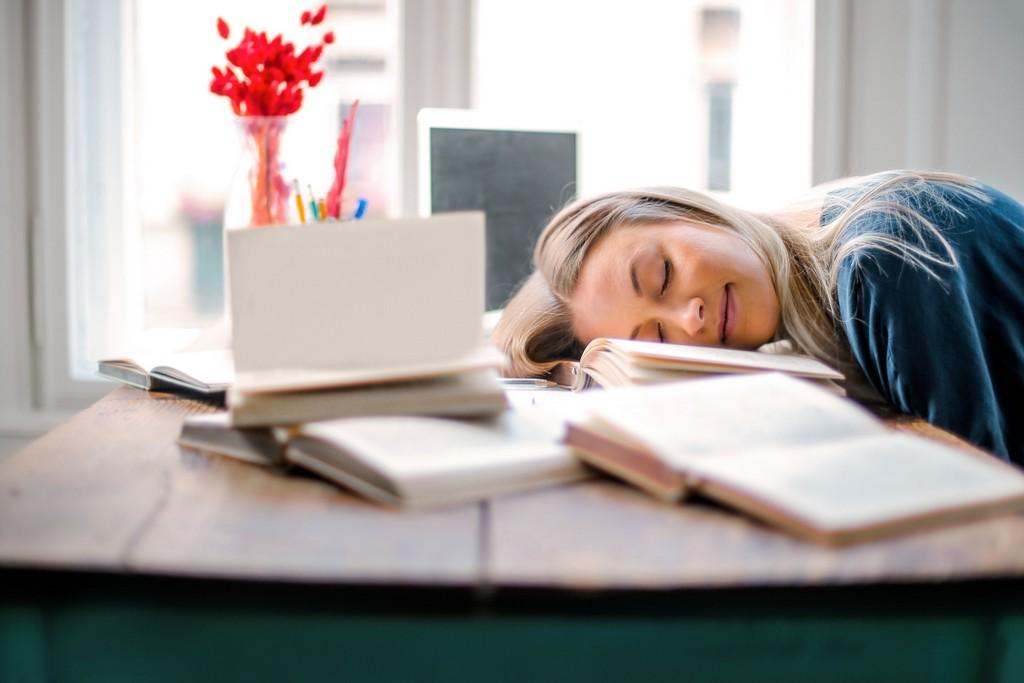 Видеть мужа с другой женщиной во сне: лишние волнения или повод задуматься?