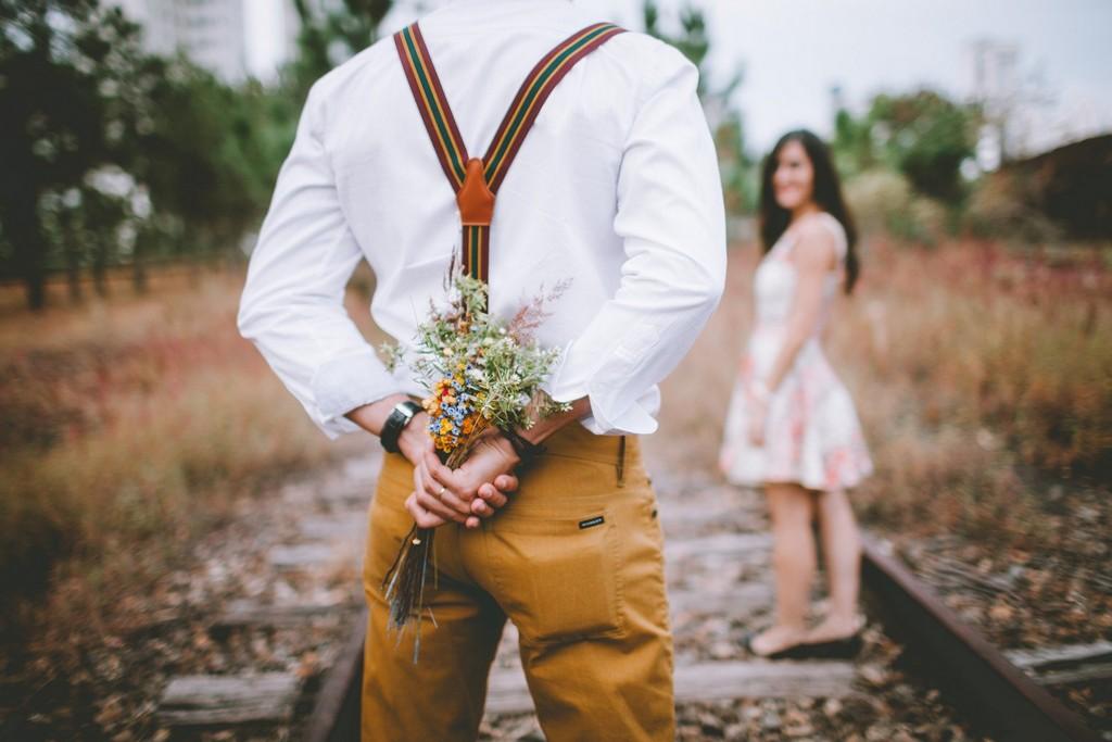 Почему мужчина не дарит цветы: 5 основных причин отсутствия подарков