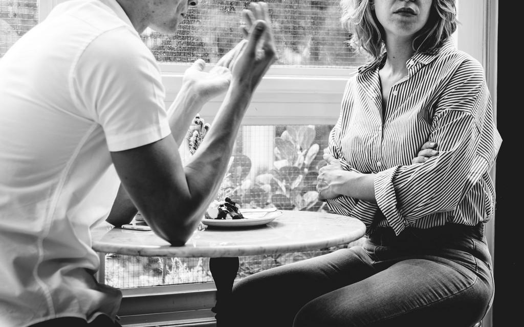 Когда в отношениях качели: как избежать манипулирования