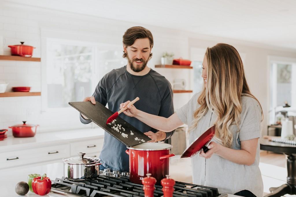 Обязанности мужчины по дому: мнение психолога от Plachu.net