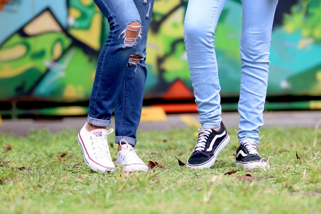 Как сделать подвороты на джинсах: стильные и модные методы 2020 года