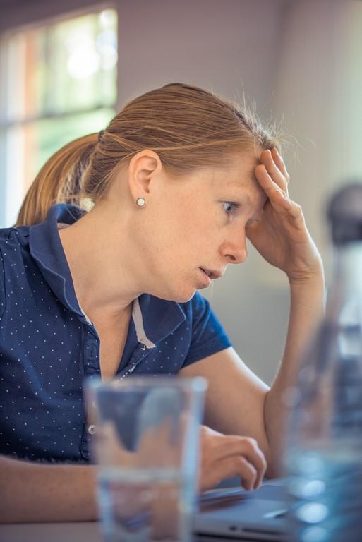 Чувство страха и тревоги без причины: как проявляется и способы лечения