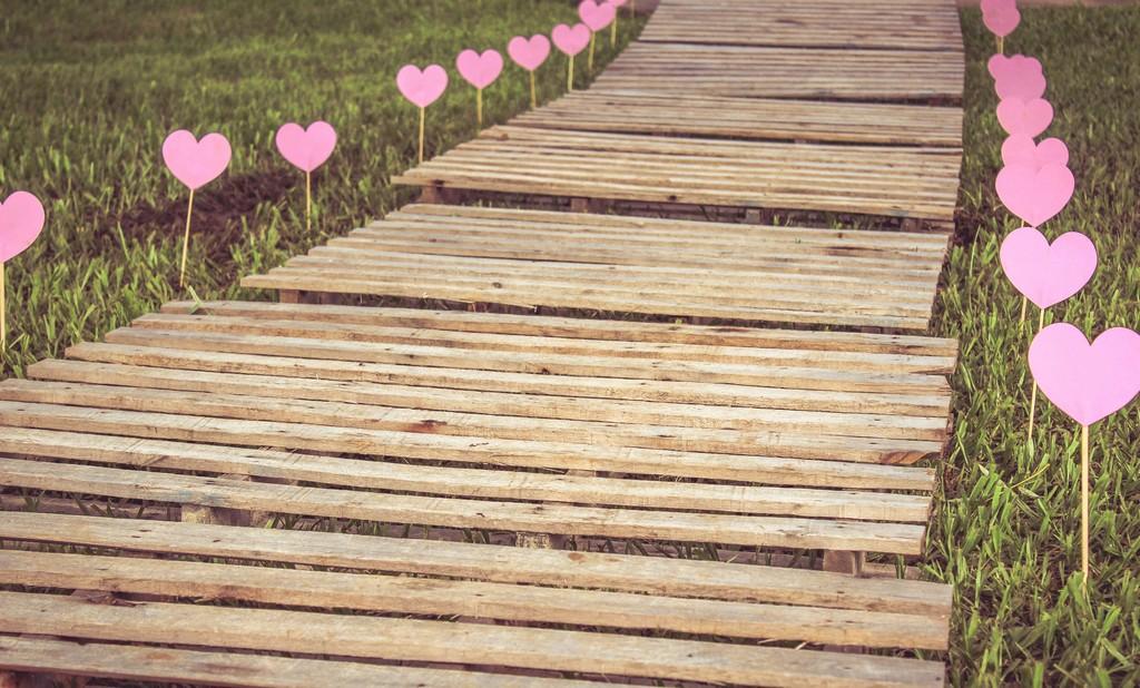 Что такое любить: значение настоящей любви и ее признаки