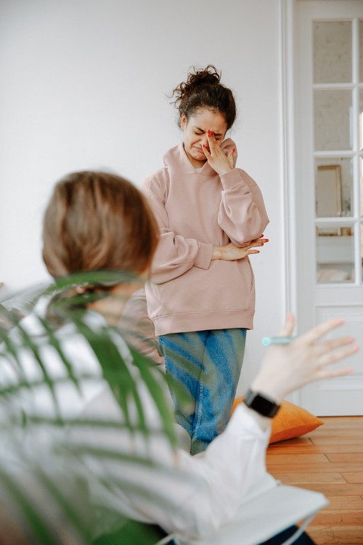 Как заставить себя плакать: простые и действенные способы расплакаться