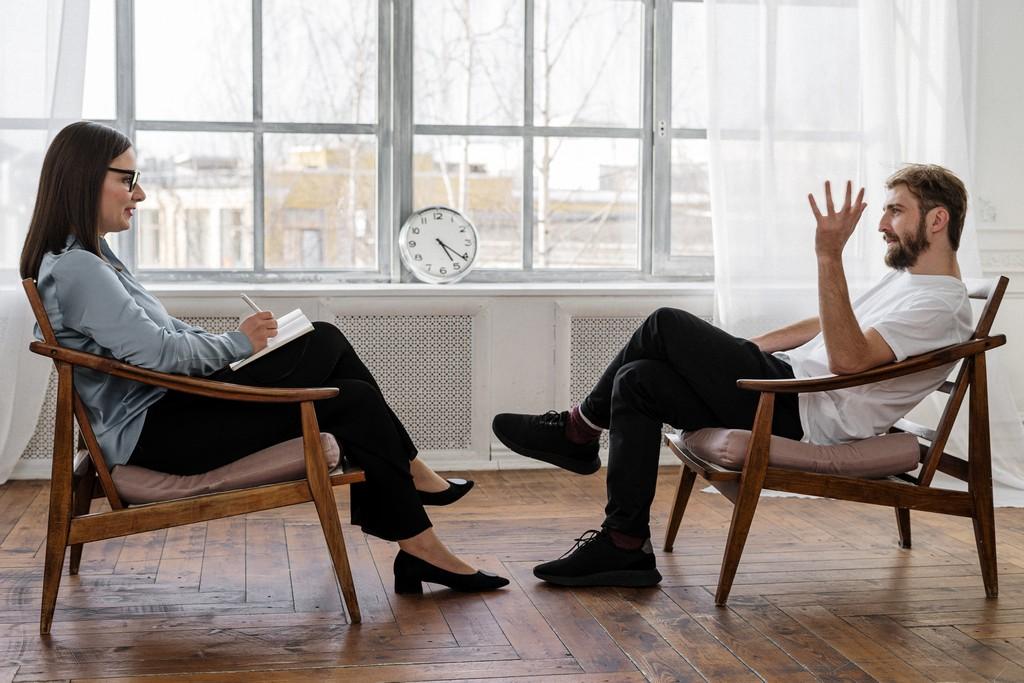 Нарциссизм: понятие психического заболевания и способы общения с нарциссом