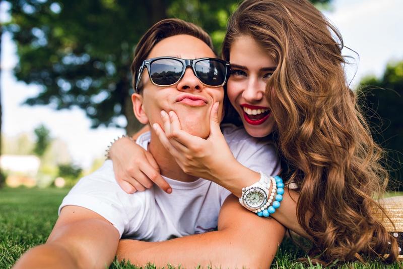 Как намекнуть мужчине о симпатии: вербальные и не вербальные способы