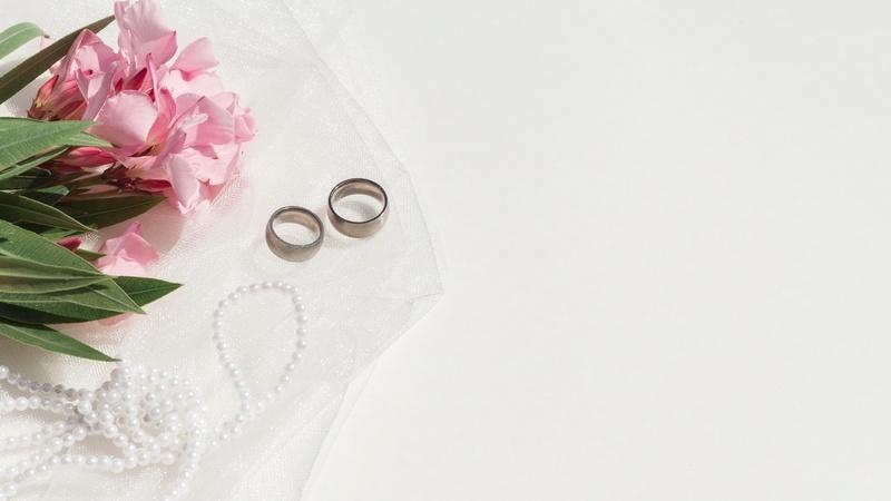40 лет свадьбы: рубиновая свадьба и возможные подарки