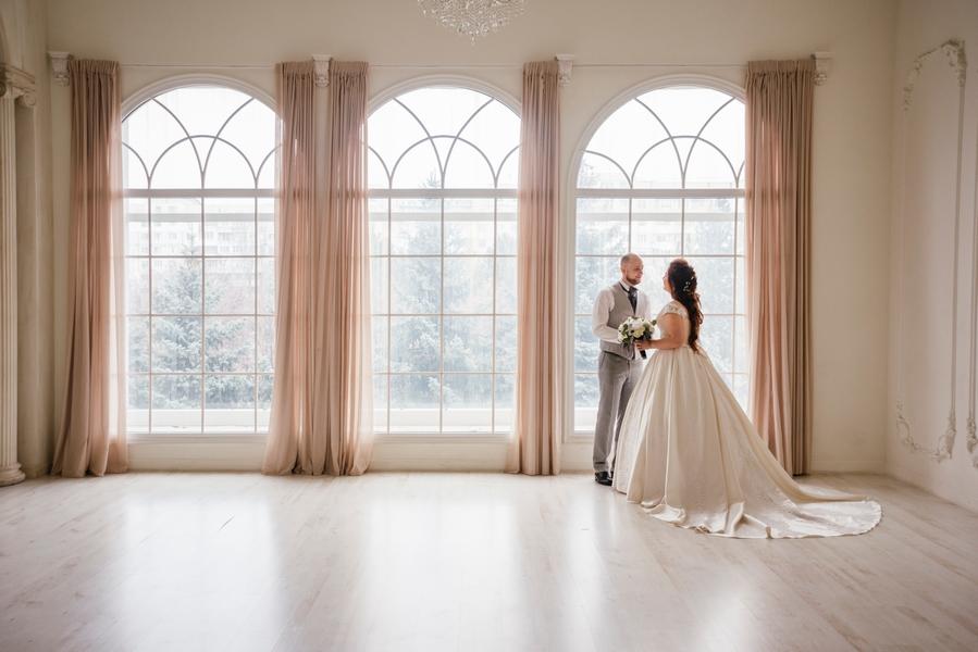 8 лет свадьбы: варианты подарков на жестяную годовщину