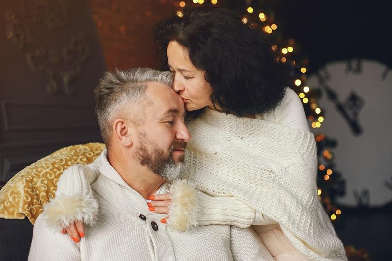 45 лет свадьбы: сапфировая свадьба и варианты подарков