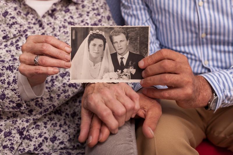 55 лет свадьбы: как праздновать и что дарить на изумрудную свадьбу