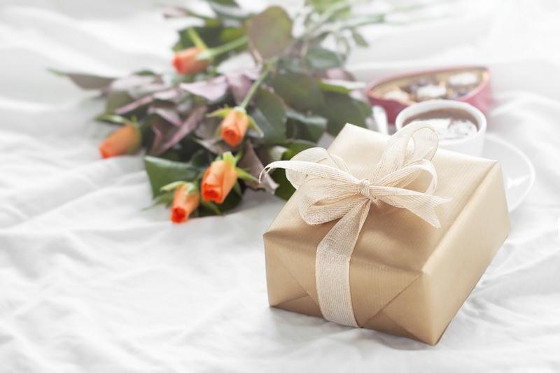 Свадьба👰🤵 44 года: правила организации торжества и виды подарков