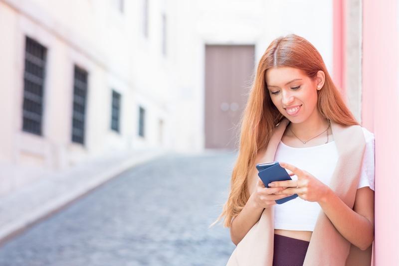 Как развеселить девушку: проверенные способы